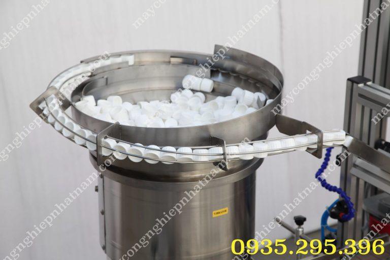 máy xoáy nắp chai tự động xgj