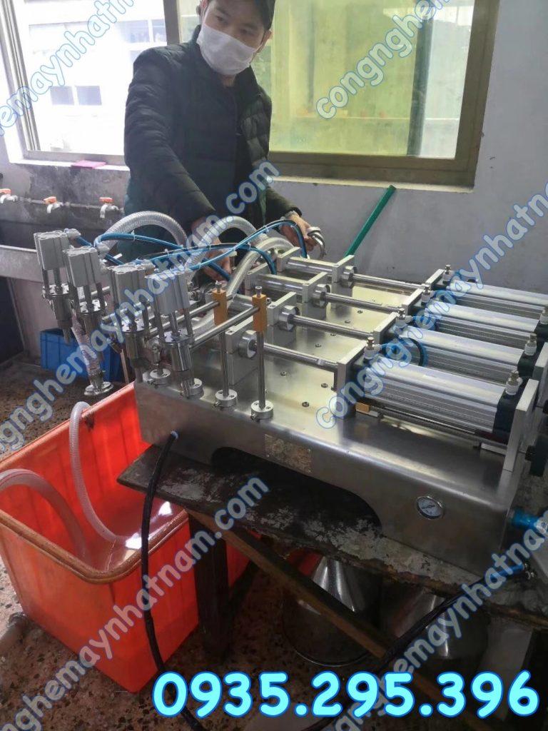 Máy chiết rót 4 vòi hút trực tiếp bán tự động